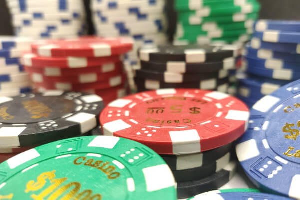 スマホ オンラインカジノ 稼げる